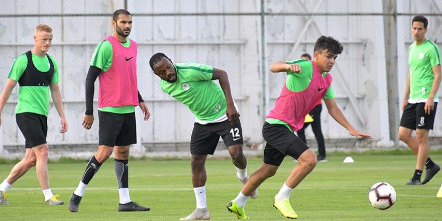 Konyaspor'da genç oyuncuya fırsat
