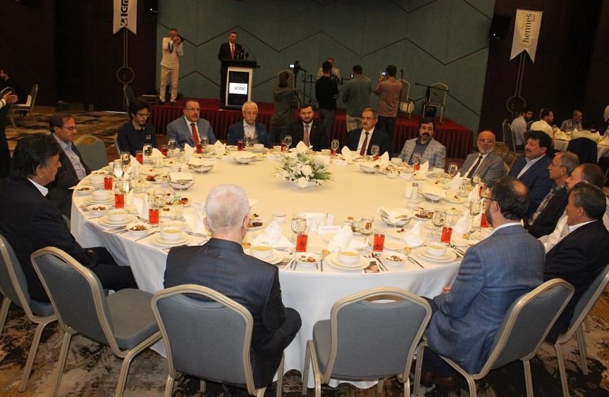 İslam Toplumu Milli Görüş Teşkilatları iftarda buluşturdu
