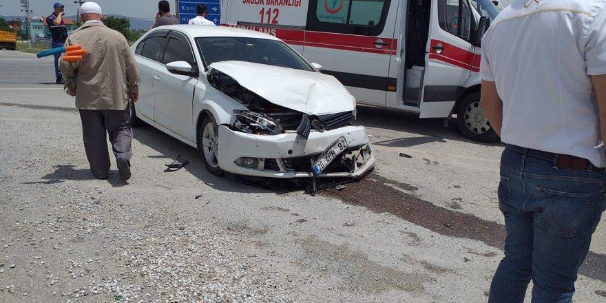 Konya'da İki Otomobil Çarpıştı: 8 Yaralı