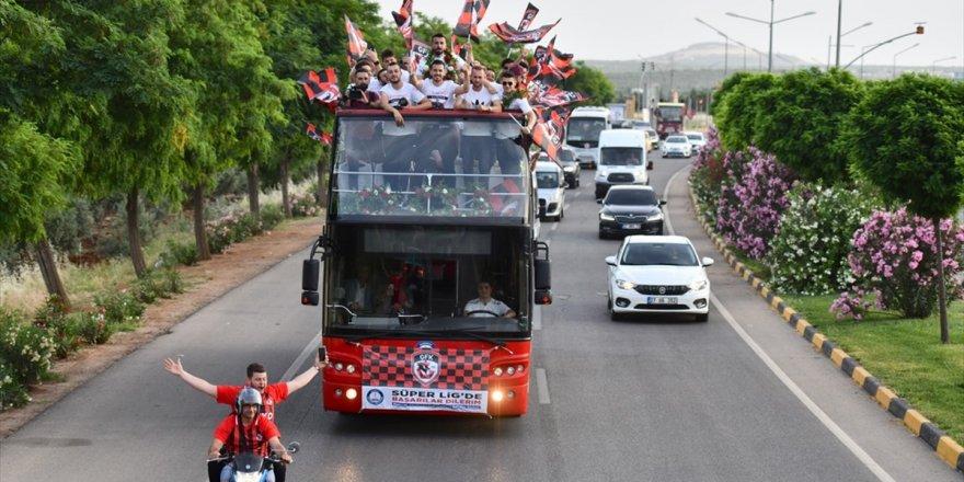 Gazişehir Gaziantep'e Coşkulu Karşılama