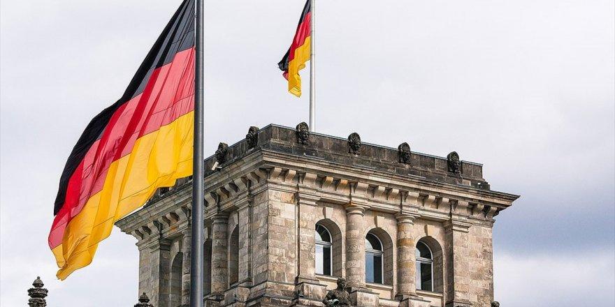 Almanya'da İlk Kez Vatandaş Olmayan Aday Büyükşehir Belediye Başkanı Oldu