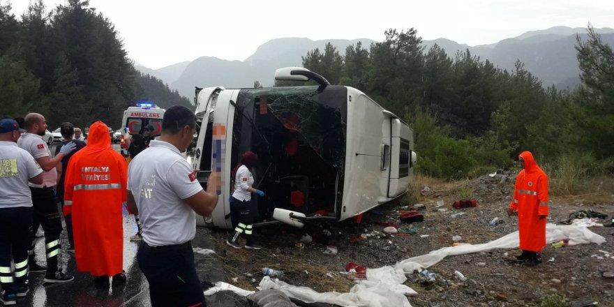 Yolcu otobüsü devrildi: 4'ü çocuk 20 yaralı