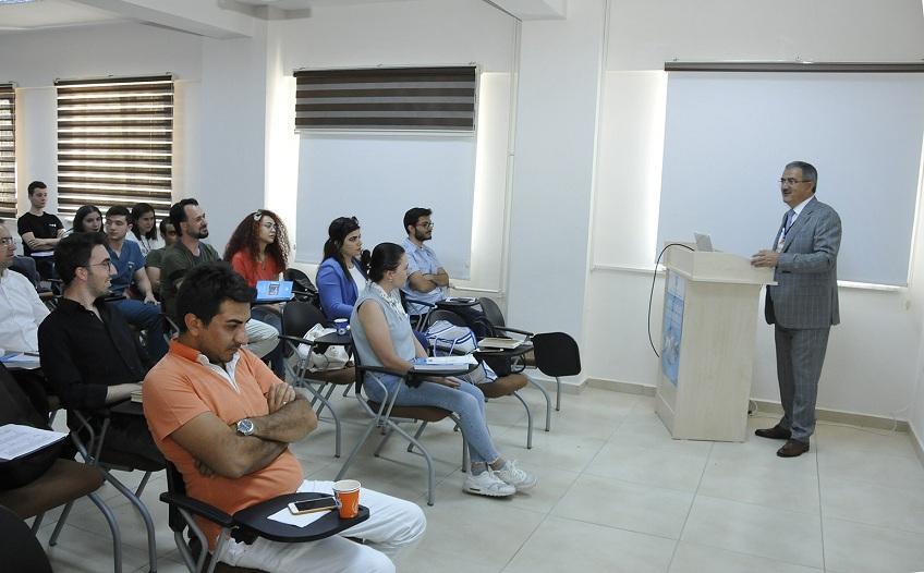 """Rektör Şahin'den """"Deneysel Hayvan Kullanımı"""" dersi"""