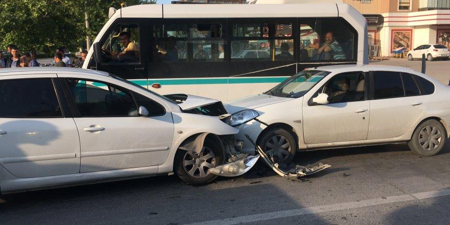 Konya'da Zincirleme Trafik Kazası: 2 Yaralı