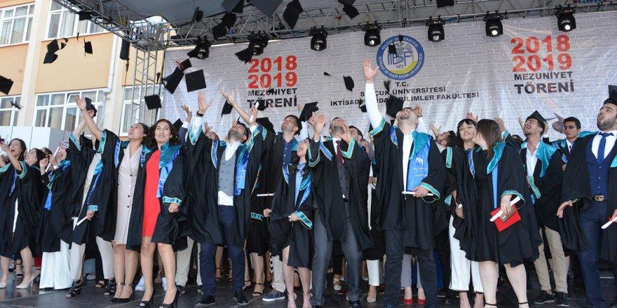 Selçuk İİBF mezuniyet töreni yapıldı