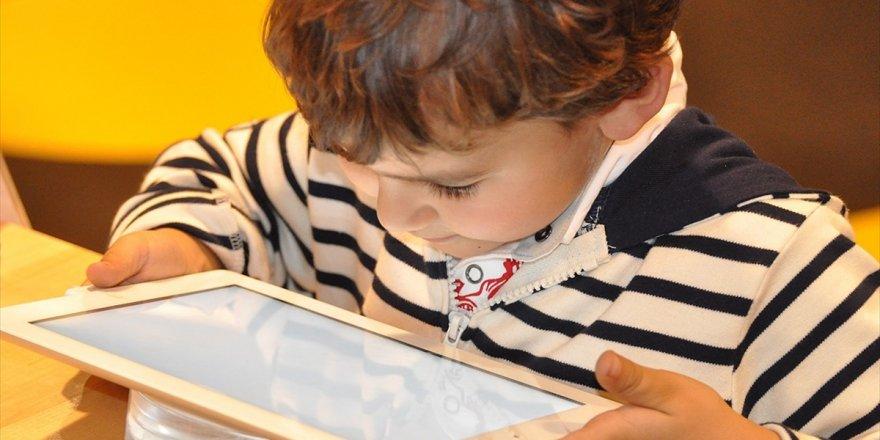 Ailelere Yaz Tatilinde 'Dijital Dünya' İle İlgili Uyarılar