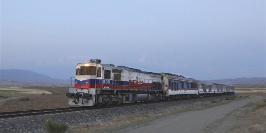 Tahran-ankara Treninin İlk Yolcuları Van'a Ulaştı
