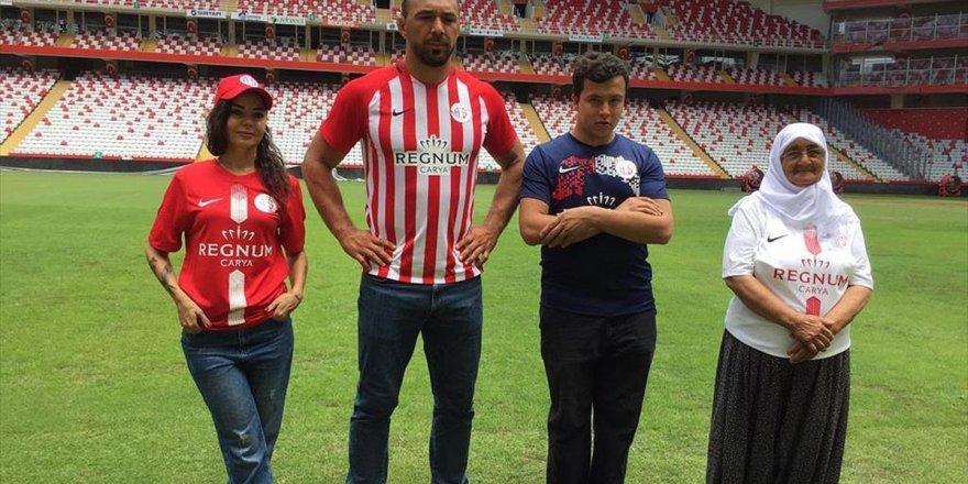 Antalyaspor'un Yeni Sezon Formalarını Başpehlivan Tanıttı