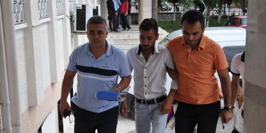 Birlikte Yaşadığı Genç Kızı Ve Annesini Bıçakladığı İddia Edilen Kişi Tutuklandı