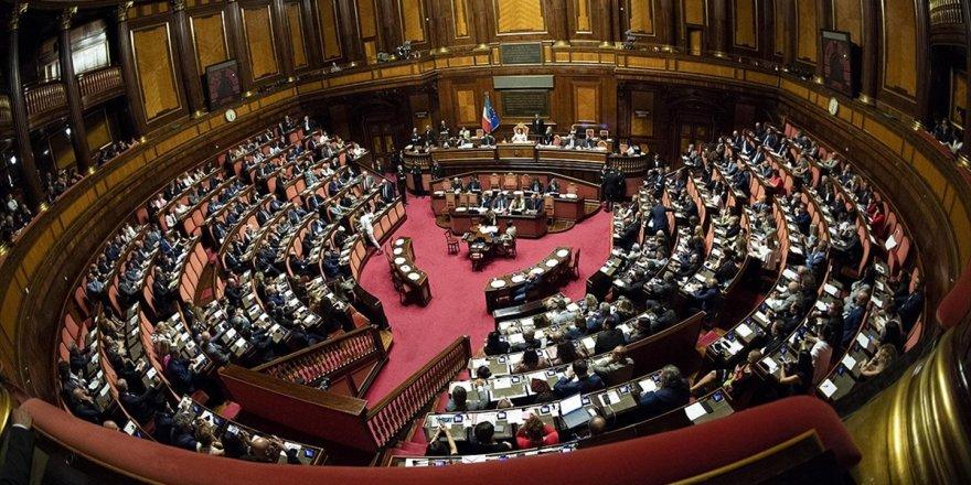 İtalya'da Güvenoyu Önergelerine Ret