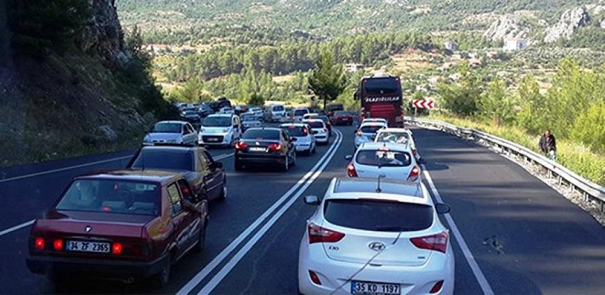 Konya- Antalya yolunda dönüş yoğunluğu