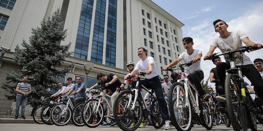 Ak Partili Gençlerden Bisikletli Kutlama