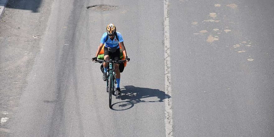 'Gençlik Bir Kere Yaşanır' Dedi Bisikletle Yollara Düştü
