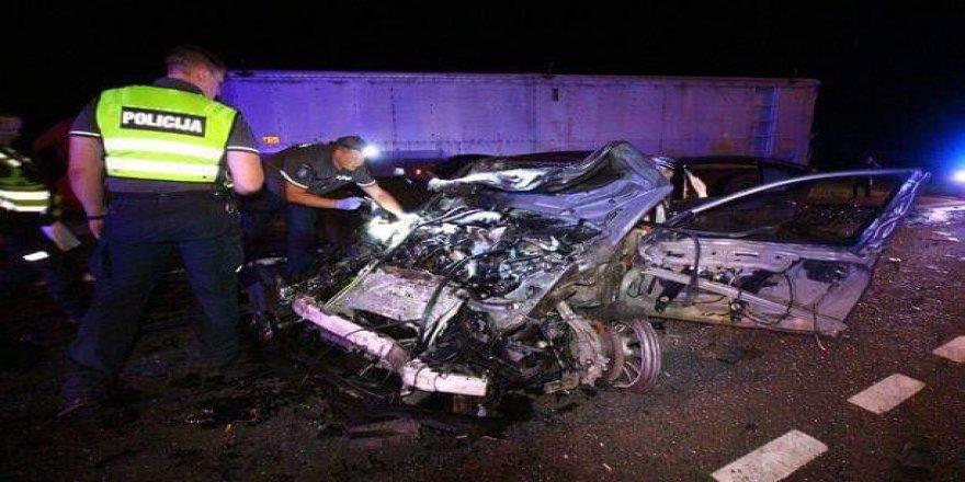 Dönüş yolunda kaza yapan iki gurbetçi hayatını kaybetti