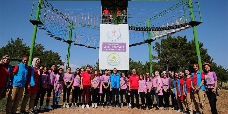 Fuat Oktay Ahi Evran Gençlik Kampı'nda Gençlerle Bir Araya Geldi