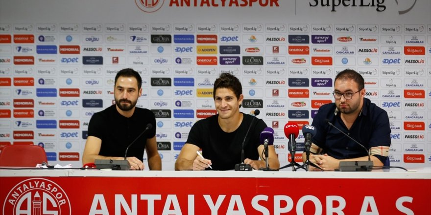 Antalyaspor'un Yeni Transferi Leschuk İmzayı Attı