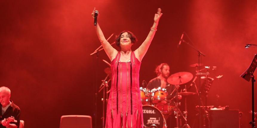 Türk pop müziğinin divası Nazan Öncel  SKM' de müzikseverlerle buluştu