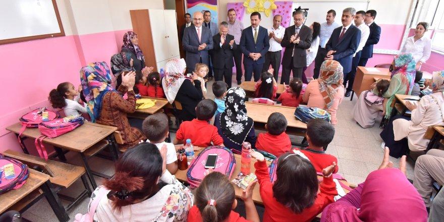 Karatay Belediyesinden mini mini birlere okul hediyesi