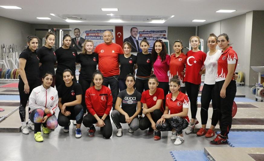 Avrupa Şampiyonası'nda Türkiye'yi temsil edebilmek için ter döküyorlar