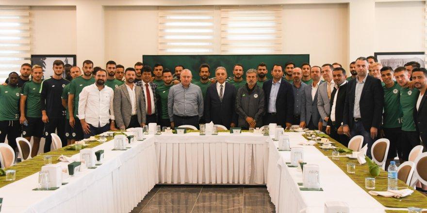 Konyaspor'dan Vali Toprak'a sürpriz doğum günü kutlaması
