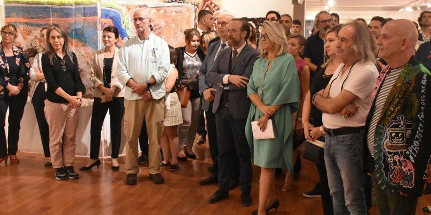 'Modern Ve Çağdaş Sanat Sergisi' Açıldı