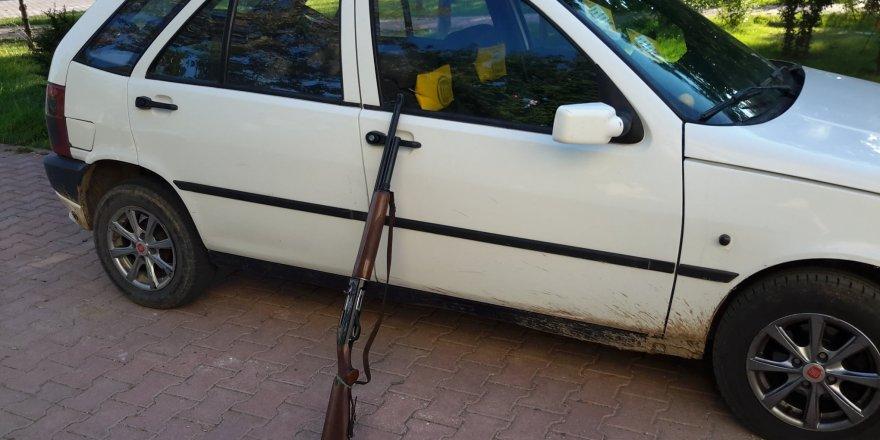Araba Farıyla Kara Avcılığı Yapanlar Suçüstü Yakalandı