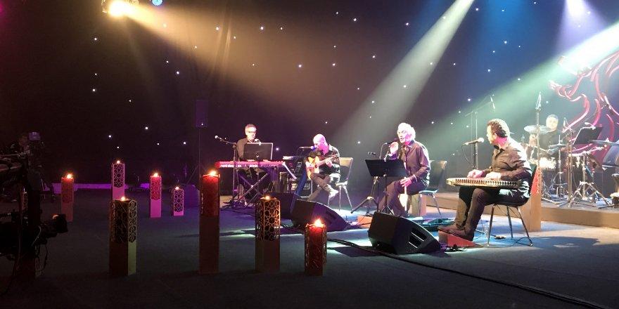 Ömer Faruk Tekbilek'ten muhteşem konser