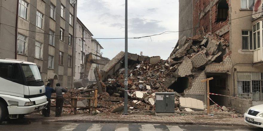 Kentsel Dönüşüm Çalışmasında Yan Binanın Duvarı Zarar Gördü