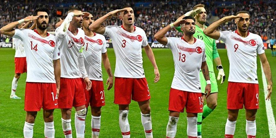 Uefa'nın En İyi 11'inde İki Türk Oyuncu Yer Aldı
