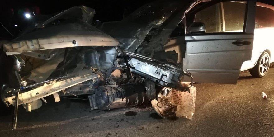 Konya'da Minibüs Otomobille Çarpıştı : 2 Ölü, 11 Yaralı