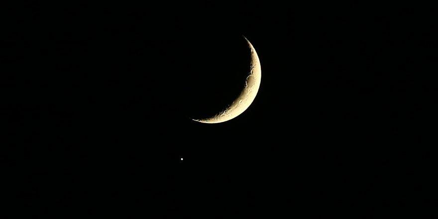 Ay ve Jüpiter bilikte gözlendi