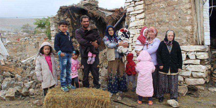Yangında Evleri Kül Olan 8 Kişilik Aile Sokakta Kaldı
