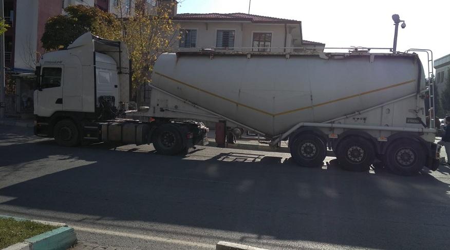 Konya'da yabancı plakalı tırda 3 kilo esrar yakalandı
