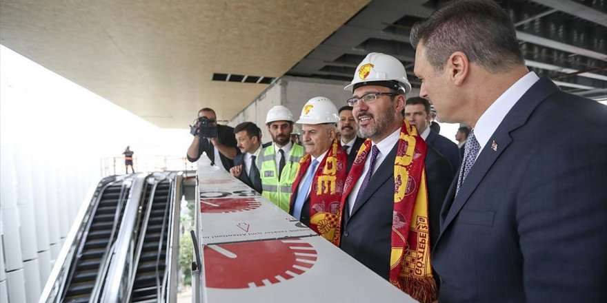 Bakan Kasapoğlu İzmir'de Yapımı Süren Statları İnceledi
