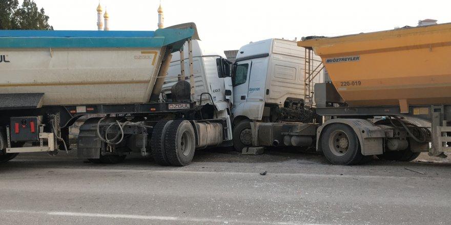 Konya'da İki Tır Çarpıştı: 1 Yaralı