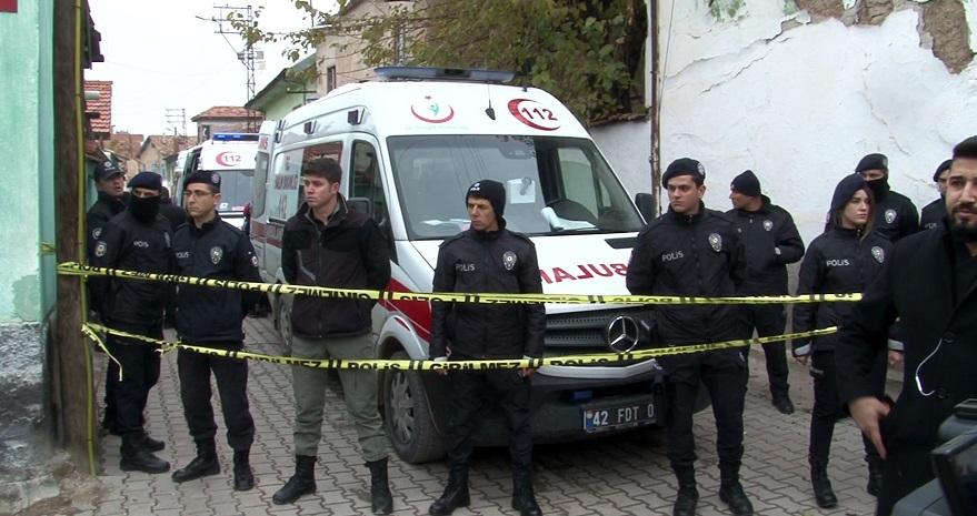 Konya'da iki katlı kerpiç ev göçtü