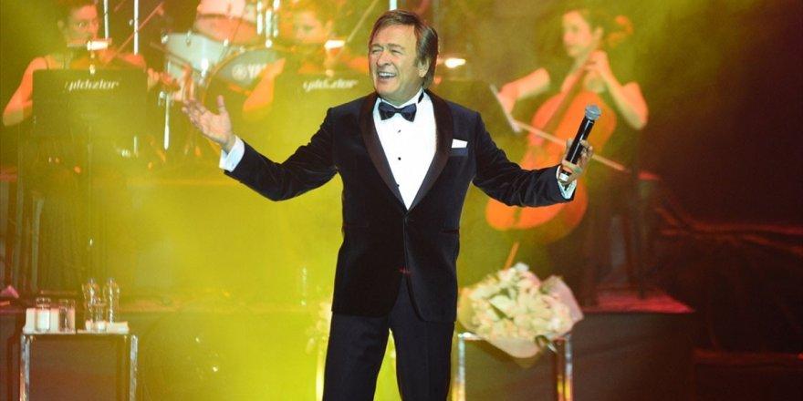 Erol Evgin '50. Sanat Yılı Konserleri'nin Görkemli Finalini Ankara'da Yaptı