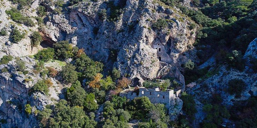 'Afkule Manastırı' Manzarasıyla İlgi Görüyor