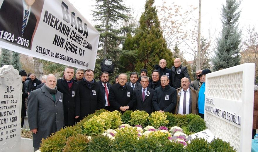 Dr. Ahmet Keleşoğlu  Mezarı başında dualarla anıldı