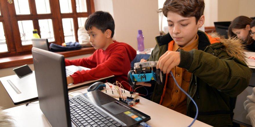 KTÜNSEM'de İlk Ders Robotik Kodlama Eğitimiyle Başladı