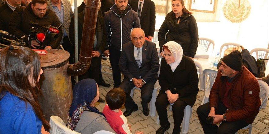 İyi Parti Genel Başkanı Akşener Depremzedeleri Ziyaret Etti