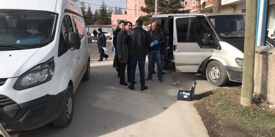 Kaçak göçmen taşıyan ehliyetsiz sürücü kovalamaca sonucu yakalandı