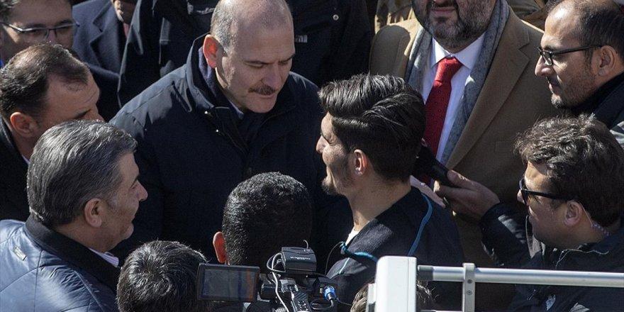 Bakanlar Enkazdan İki Kişiyi Çıkaran Suriyeli Mahmud'a Teşekkür Etti