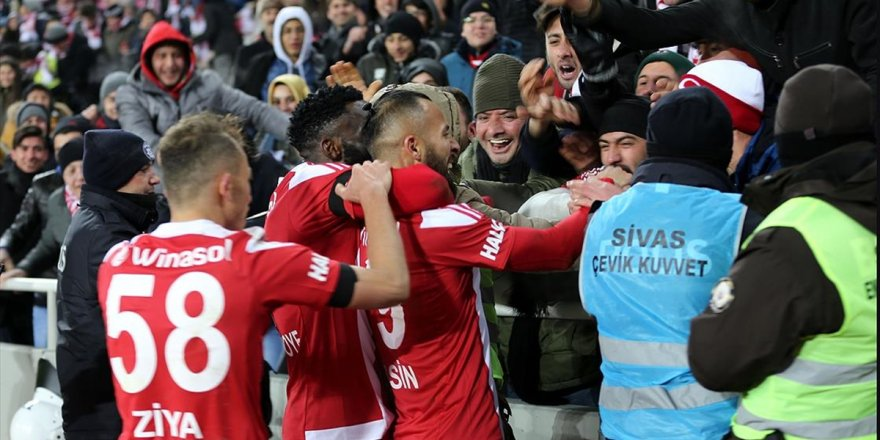 Lider Sivasspor'un Evinde Bileği Bükülmüyor