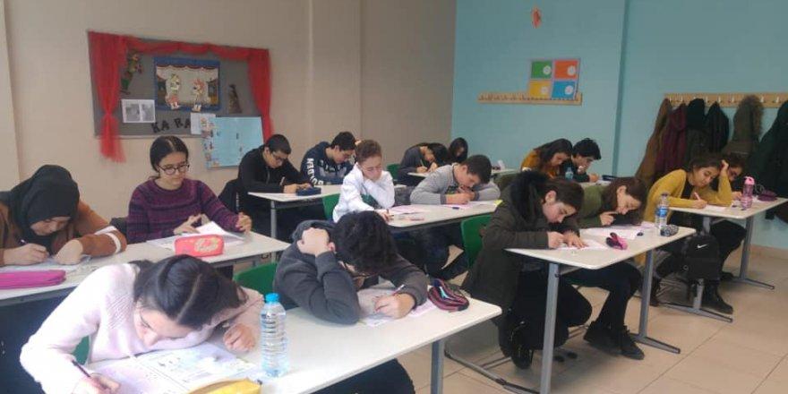 Öğrenciler, Doğa Koleji bursluluk sınavı için ter döktüler