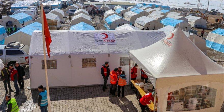 Devletin İmkanları Van'daki Depremzedeler İçin Seferber Edildi