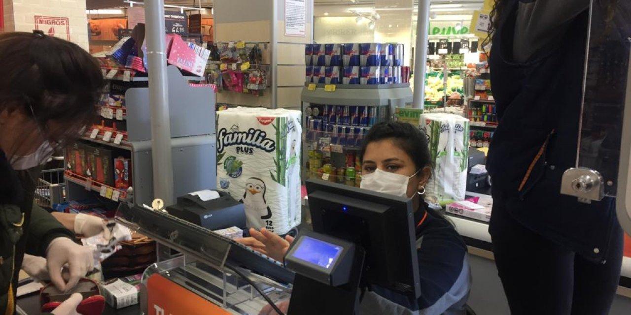 Bakkal Ve Market Çalışanları Yaygın Biçimde Maske Kullanıyor