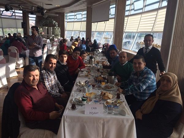 Can ailesi Tayat'ta kahvaltıda