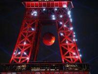 Eyfel Kulesi ikinci kez Türk bayrağına büründü