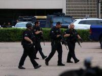 Dallas Emniyet Müdürlüğünde 'şüpheli şahıs' alarmı